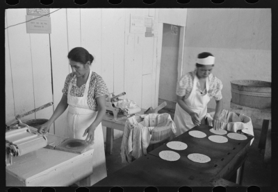 Making corn tortillas in bake shop, San Antonio, Texas. Photograph by Russell Lee, 1939. Courtesy of the Library of Congress
